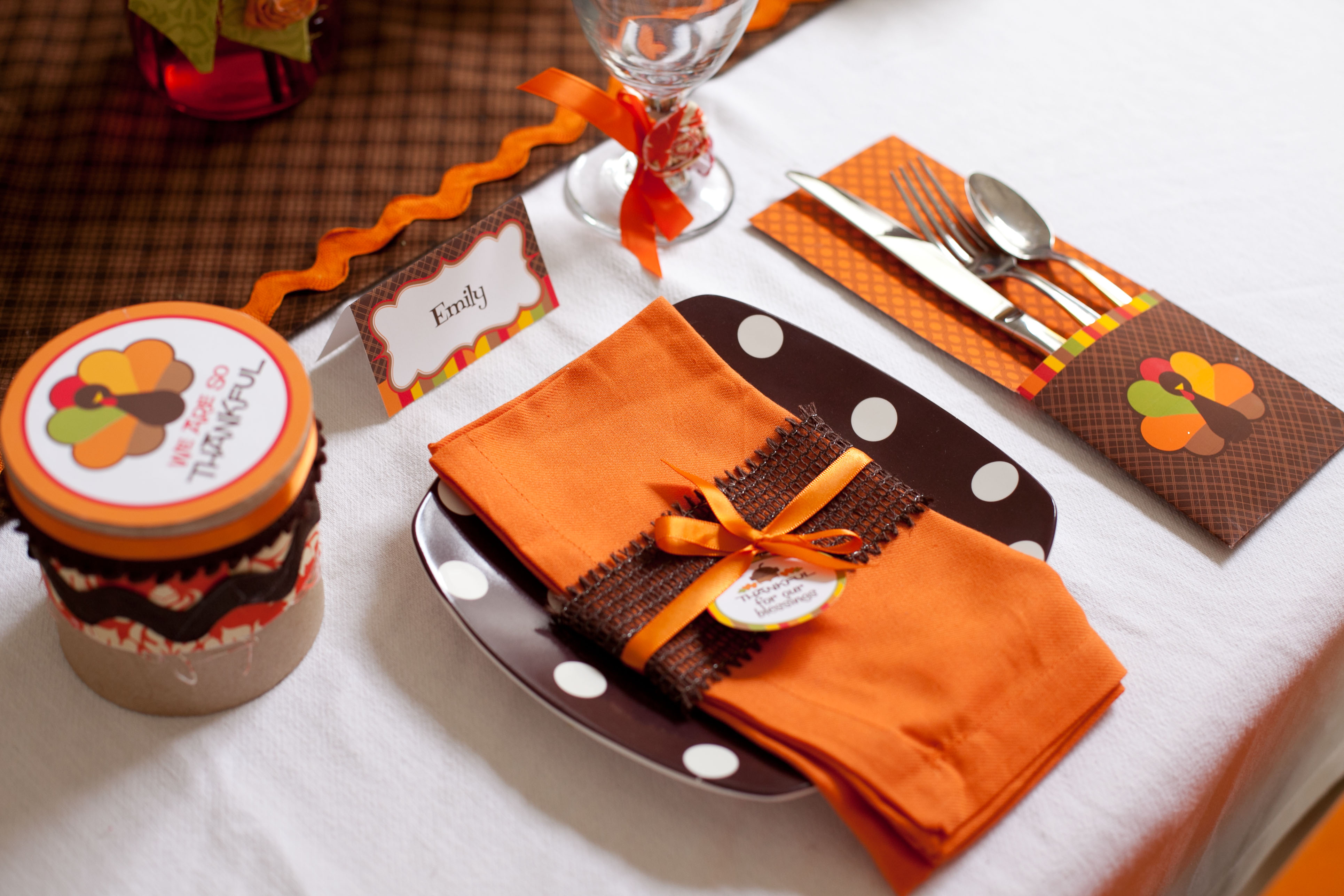 thanksgiving party ideas themes & 6 Cutest Thanksgiving Table Decoration Ideas - Hug2Love