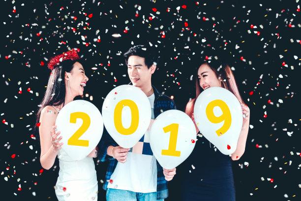 Girl New Year 2019 Group Celebration Wallpaper